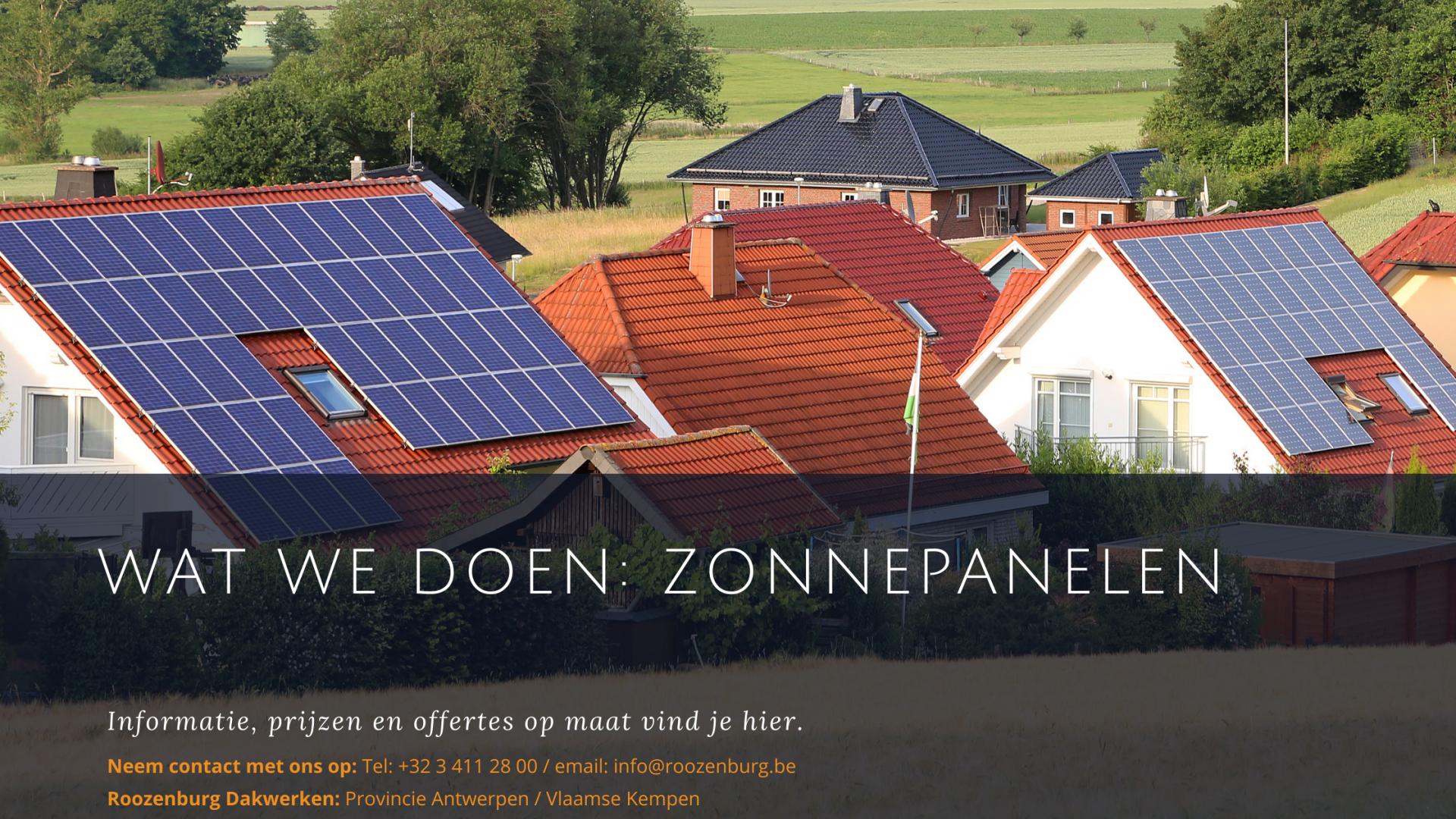 Huizen met zonnepanelen op het dak.